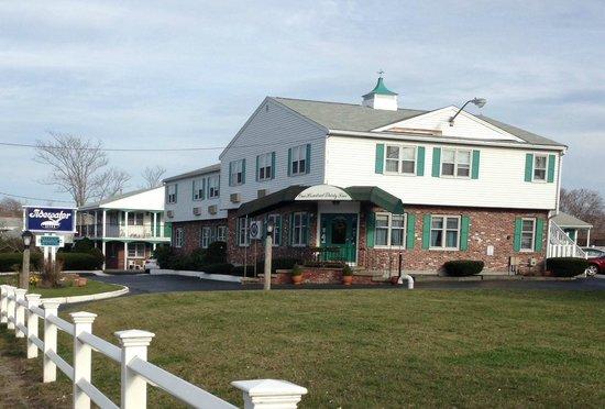 Tidewater Inn: Lobby Area