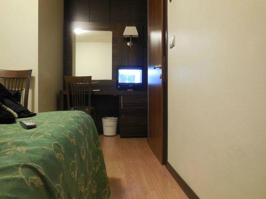 Ambasciatori Hotel: Quarto + TV