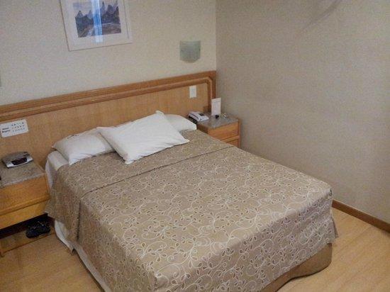 Hotel Regina: Room and Beed - Cuarto - Habitación