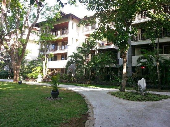 Novotel Bali Nusa Dua Hotel & Residences : Low rise hotel buildings