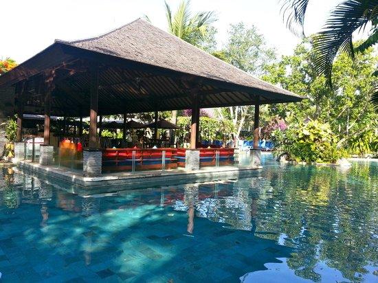 Novotel Bali Nusa Dua Hotel & Residences : Pool Bar