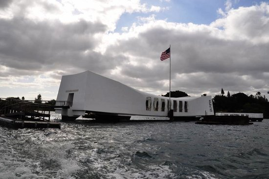 USS Arizona Memorial/WW II Valor in the Pacific National Monument : 記念館。この下にアリゾナが沈んでいる