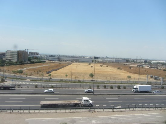 Hilton Garden Inn Santiago Airport : View from our room of the industrial area and highway