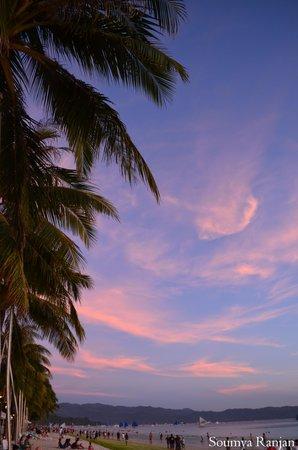 White Beach: sunset boracay coconut trees
