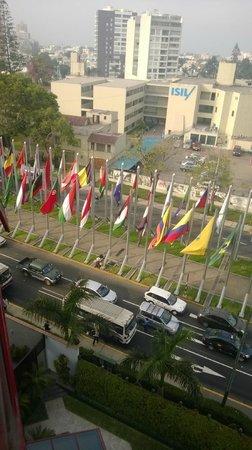 Melia Lima: Paseo de las banderas