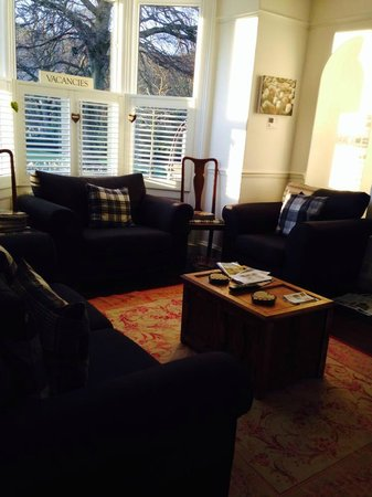 Linnett Hill: Such a neat living room