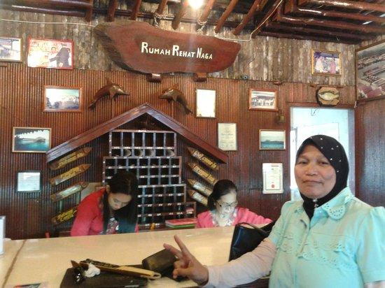 Dragon Inn Resort: reception area