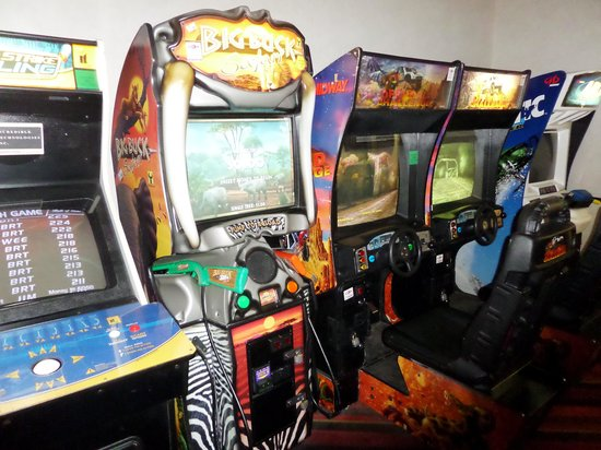 Radisson Hotel Duluth - Harborview: Arcade for the Kids-  WOW!