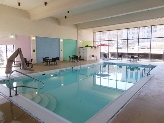Radisson Hotel Duluth - Harborview: The pool was huge and refreshing!  Plus there was also a Hot Tub and Sauna!
