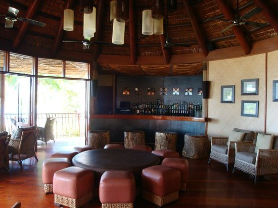 Likuliku Lagoon Resort: Bar and Lounge Area