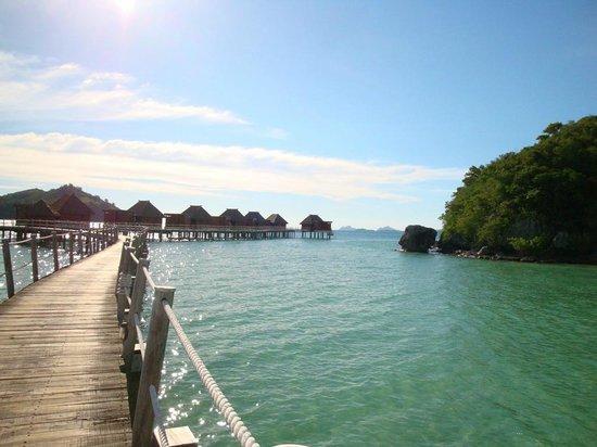 Likuliku Lagoon Resort : View of the Over Water Bures
