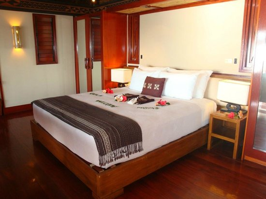 Likuliku Lagoon Resort: Overwater Bure Bed