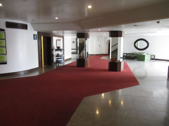 Tropical Manaus Ecoresort: Wide corridors in the sprawling hotel