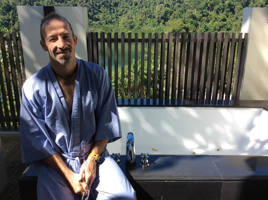 Gaya Island Resort : outside bath