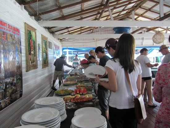 Meeting of Waters: Buffet lunch at the floating restaurant