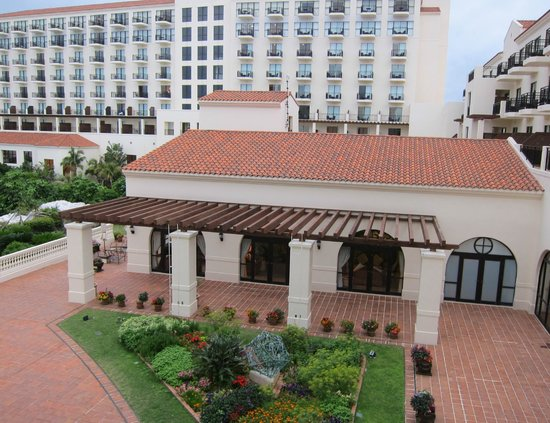 Hotel Nikko Alivila Yomitan Resort Okinawa: ポーチ