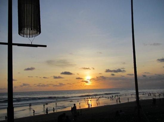 The Samaya Bali Seminyak : Sunset at the Breeze restaurant
