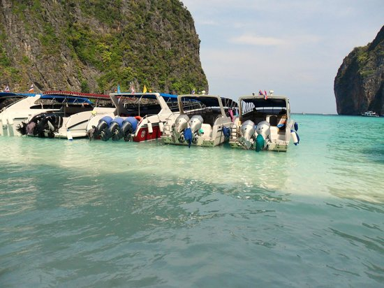 Phuket Sail Tours : crystal clear water