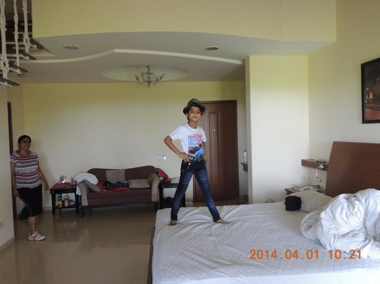 Club Mahindra Mahabaleshwar Sherwood: Room.  Large!