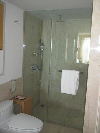 Trident, Nariman Point: Bath