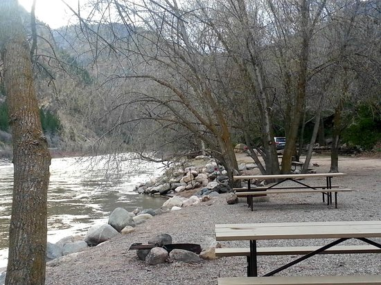 Glenwood Canyon Resort : campground by the river, very beautiful!!