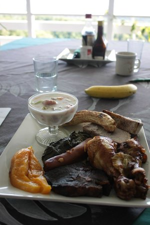 Dave Parker Eco Lodge: Complimentary umu lunch on Sunday