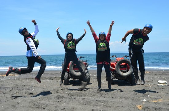 Wake Bali Adventure: Finish line at Blue Beach!