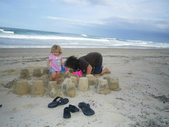 Sundancer Holiday Apartments: Sunshine Beach Mild Winter's Day Building Sand Castles