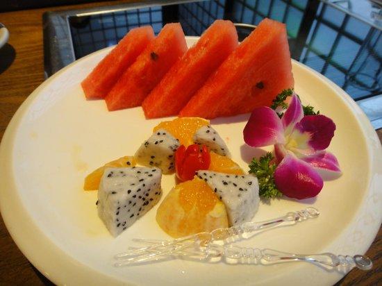 Gui TaiLang (DianChi Road) : 食後の果物のサービス