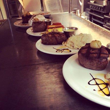 Dunraven Inn: Dinner time!