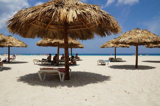 BelleVue Playa Caleta: Пляж замечательный и всегда есть много свободных мест