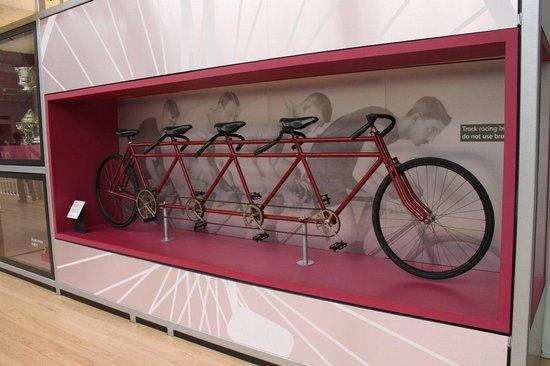 Museo Nacional de Escocia: 4-х местный велосипед :)