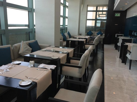 Sofitel Abu Dhabi Corniche: Executive Lounge