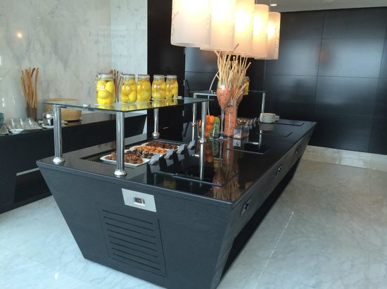 "Sofitel Abu Dhabi Corniche: Executive Lounge ""buffet"""