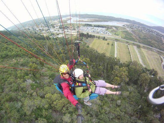 Cloudbase Paragliding: 80 year old paraglides