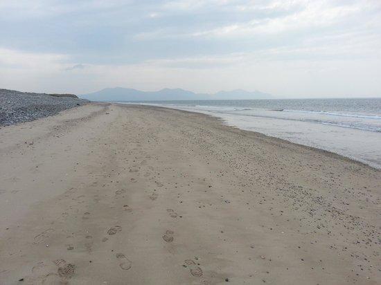 Dinas Dinlle Beach: Perfect peace-stunning!