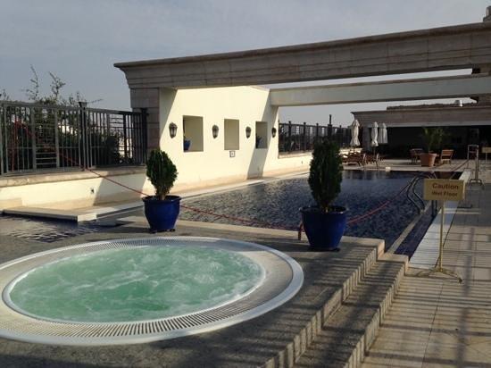 Movenpick Resort & Residences Aqaba: lap pool on the Bridge Level