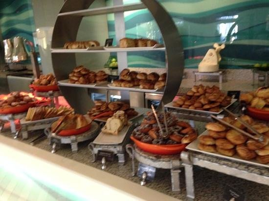 Movenpick Resort & Residences Aqaba: Pastry section of the buffet breakfast