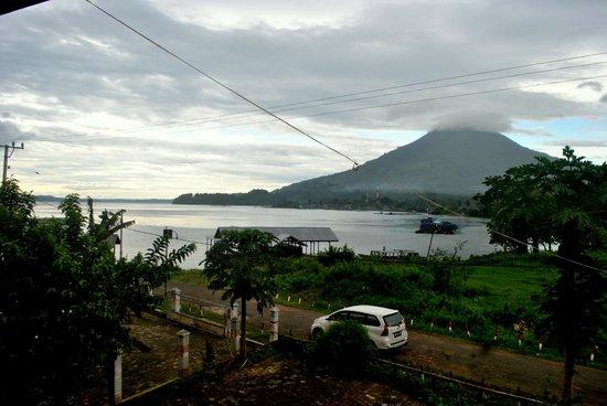 Danau Ranau: Ranau lake and Seminung mount at the background
