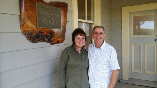 Waipoua Lodge: Fran and Ian