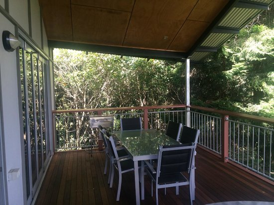 O'Reilly's Rainforest Retreat, Mountain Villas and Lost World Spa : Outdoor Dining and Deck BBQ