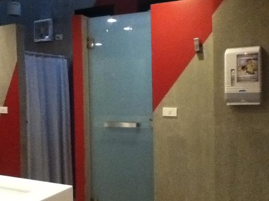 Lub d Bangkok Siam: cubicle shower room with decent size