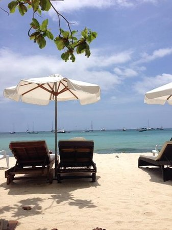 Surfside Boracay Resort & Spa: the beach and lounges