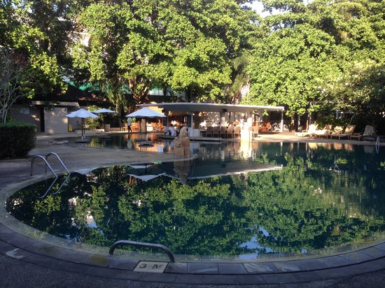 Bali Garden Beach Resort: poolside