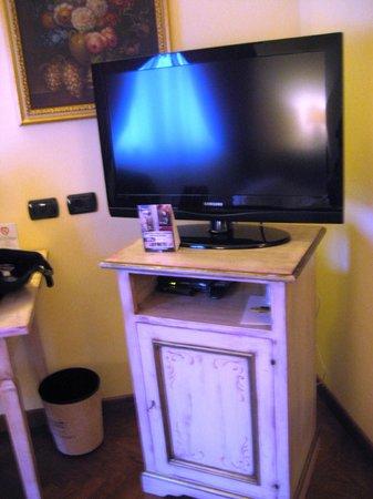 Relais Dell'Olmo : Mega TV