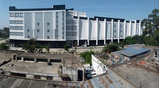 Lemon Tree Hotel, Chandigarh: Elante mall is next door