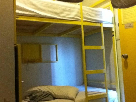 ETZzz Hostel: 4beds 3th floor, so small !