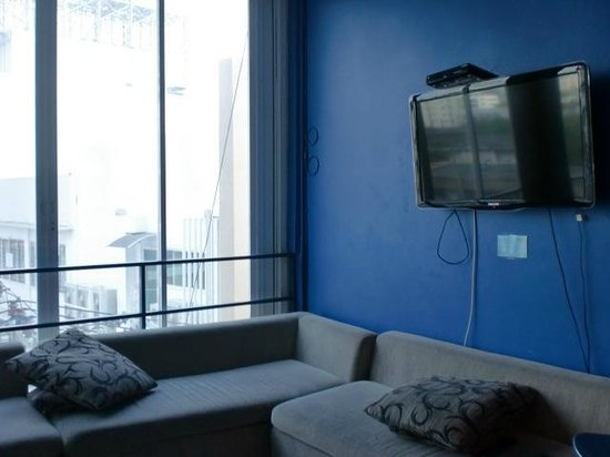 ETZzz Hostel: big comfy couch to watch tv