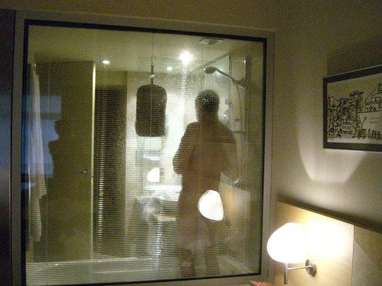 Gran Hotel Domine Bilbao : Ungewöhnliche Durchblicke zum Badezimmer