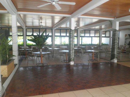 Muri Beach Club Hotel: Restaurant area